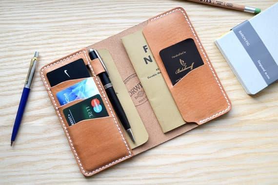 dompet kulit dan pasport unik