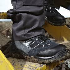 sepatu safety untuk gudang